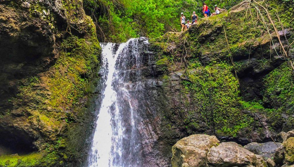 makamakaole-falls